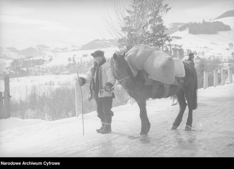 Obiekt Hucuł prowadzący konia w miejscowości Żabie. z jednostki Huculskie typy ludowe