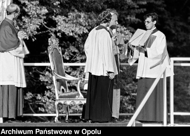 """Obraz 11 z kolekcji """"Wizyta papieża Jana Pawła II na Górze św. Anny 21 czerwca 1983 r."""""""