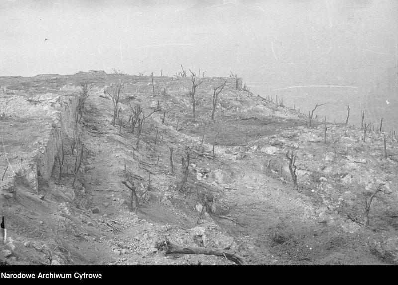 """Obraz 15 z jednostki """"Pobojowisko po bitwie o Monte Cassino - zniszczenia, jeńcy i chowanie poległych"""""""