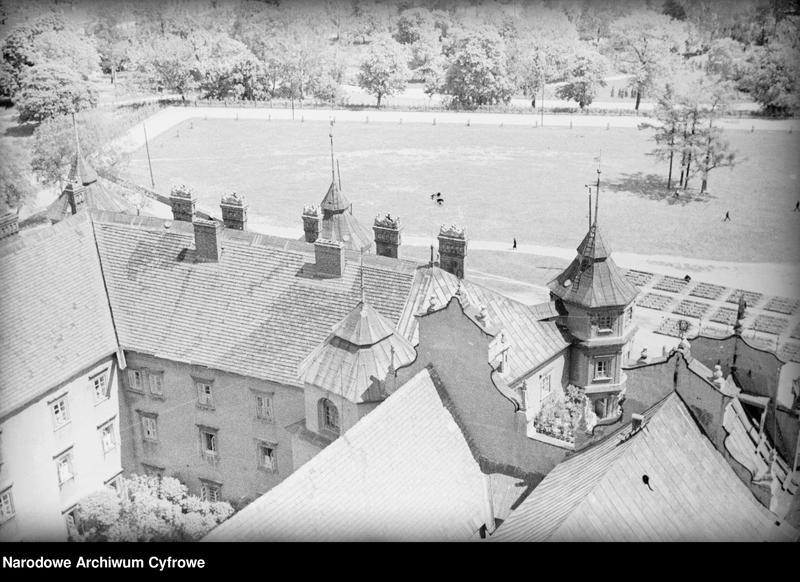 Obiekt Widok z góry na zabudowania klasztorne i plac przed klasztorem. z jednostki Częstochowa