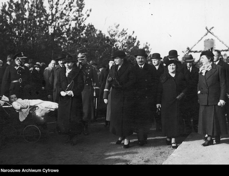 """Obraz 1 z jednostki """"Uroczyste otwarcie w Babicach osiedla im. Aleksandry Piłsudskiej dla weteranów walk o niepodległość"""""""