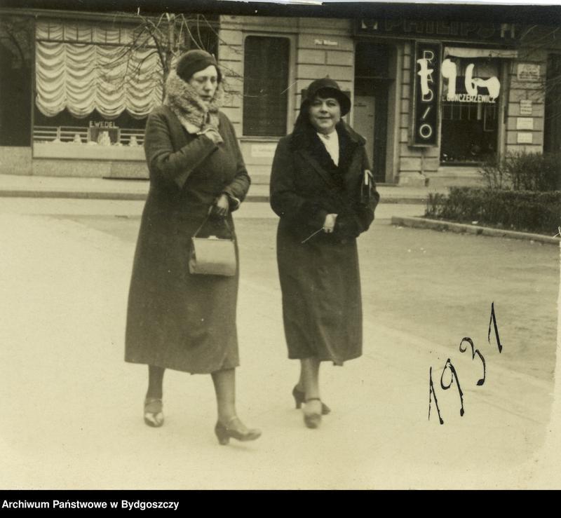 """Obraz 3 z kolekcji """"Elegancja i szyk bydgoszczan 1920-1939"""""""