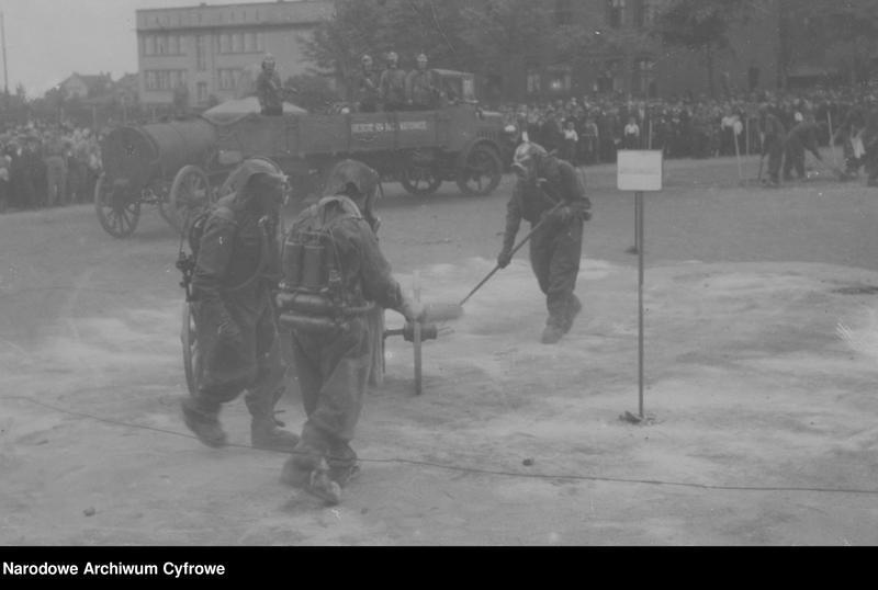 """Obraz 2 z jednostki """"Ćwiczenia przeciwgazowe Ligi Obrony Powietrznej i Przeciwgazowej w Brzezinach"""""""