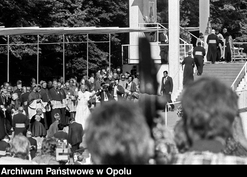 """Obraz 5 z kolekcji """"Wizyta papieża Jana Pawła II na Górze św. Anny 21 czerwca 1983 r."""""""