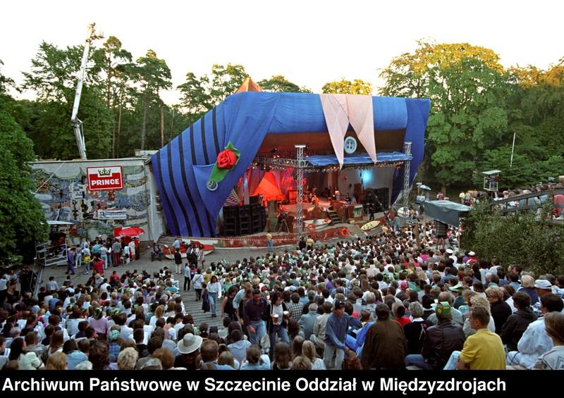 """Obraz z jednostki """"FAMA 1995 r. - Scena amfiteatru w czasie występów"""""""