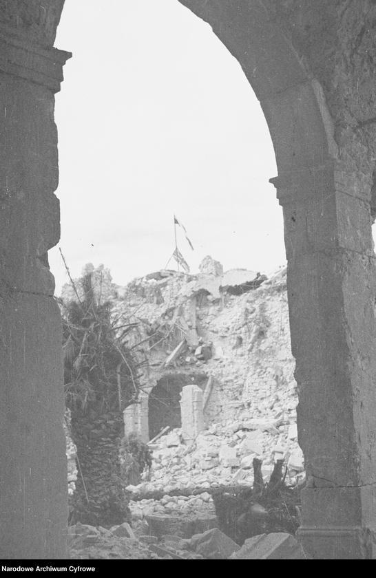 """Obraz 13 z jednostki """"Pobojowisko po bitwie o Monte Cassino - zniszczenia, jeńcy i chowanie poległych"""""""