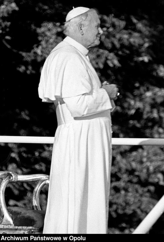 """Obraz 4 z kolekcji """"Wizyta papieża Jana Pawła II na Górze św. Anny 21 czerwca 1983 r."""""""