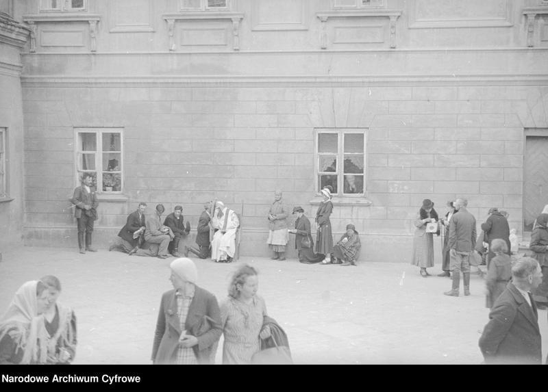 Obiekt Spowiedź na dziedzińcu klasztornym. z jednostki Częstochowa