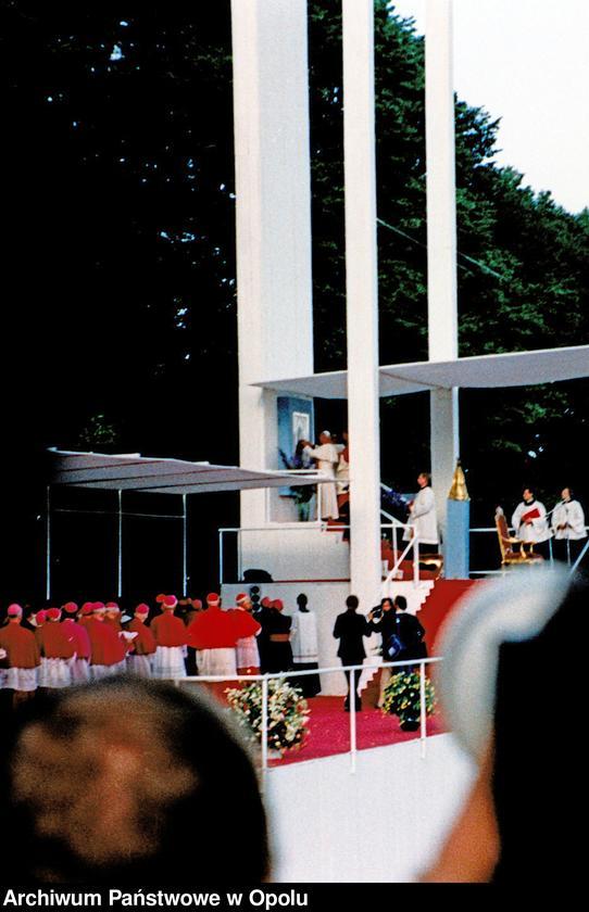 """Obraz 6 z kolekcji """"Wizyta papieża Jana Pawła II na Górze św. Anny 21 czerwca 1983 r."""""""