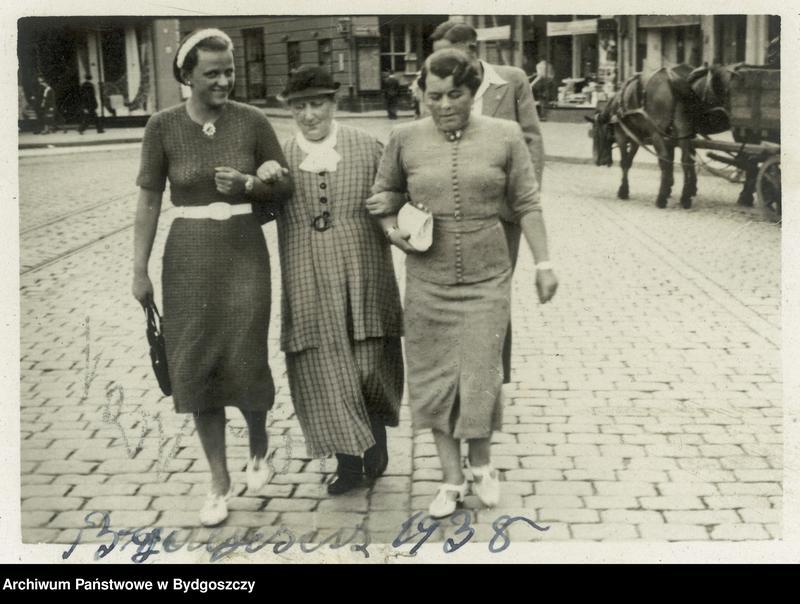 """Obraz 9 z kolekcji """"Elegancja i szyk bydgoszczan 1920-1939"""""""