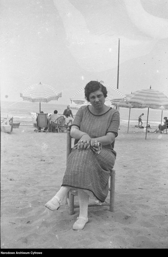 """Obraz 3 z jednostki """"Wypoczynek rodziny Lis-Olszewskich na plaży w Viareggio"""""""