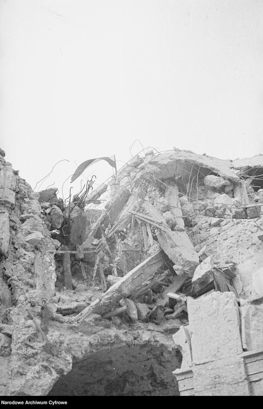 """Obraz 7 z jednostki """"Pobojowisko po bitwie o Monte Cassino - zniszczenia, jeńcy i chowanie poległych"""""""