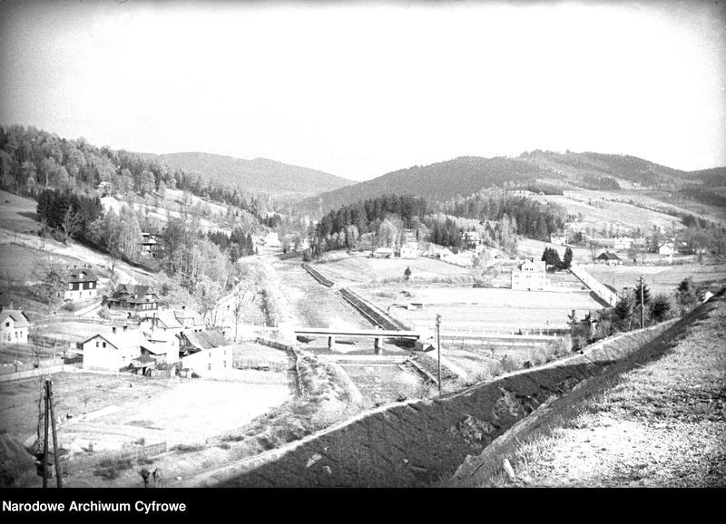 Obiekt Krajobraz regionu. Widoczny most na rzece Wisła i zabudowania. z jednostki Wisła