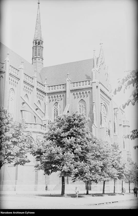Obiekt Widok zewnętrzy kościoła pod wezwaniem Świętej Rodziny. z jednostki Częstochowa