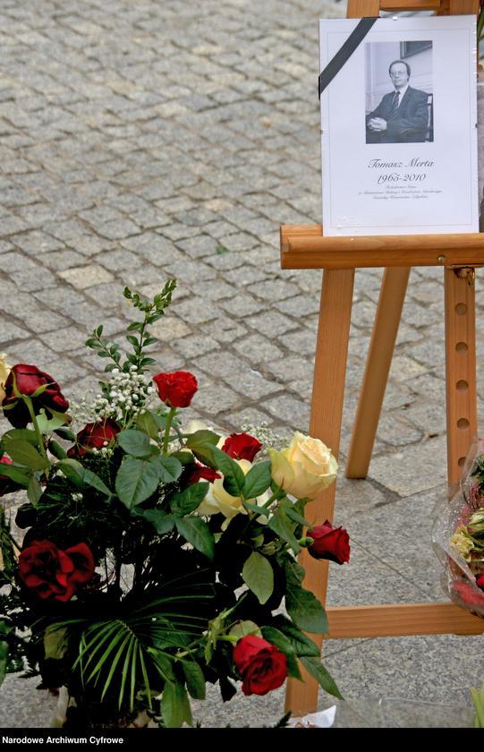 """Obraz z jednostki """"Czwarty dzień żałoby narodowej w Warszawie po katastrofie lotniczej w Smoleńsku"""""""