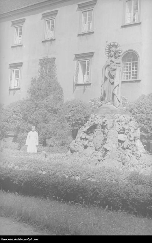 Obiekt Fragment dziedzińca klasztornego. z jednostki Częstochowa