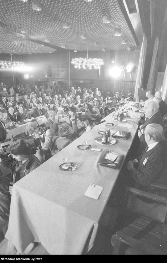 """Obraz 4 z jednostki """"Kongres Intelektualistów w Obronie Pokojowej Przyszłości Świata w Hotelu Victoria w Warszawie"""""""