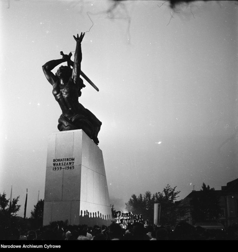 """Obraz 8 z jednostki """"Odsłonięcie Pomnika Bohaterów Warszawy (Nike) na pl. Teatralnym w Warszawie"""""""