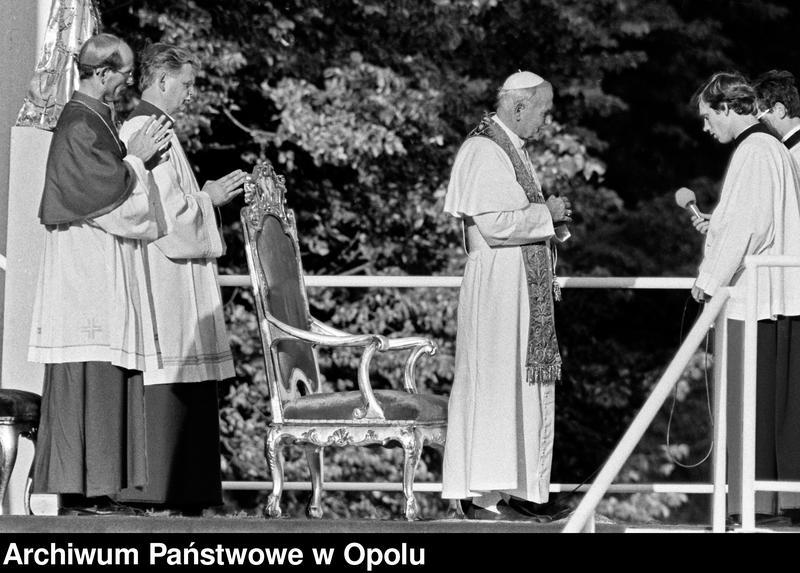 """Obraz 12 z kolekcji """"Wizyta papieża Jana Pawła II na Górze św. Anny 21 czerwca 1983 r."""""""
