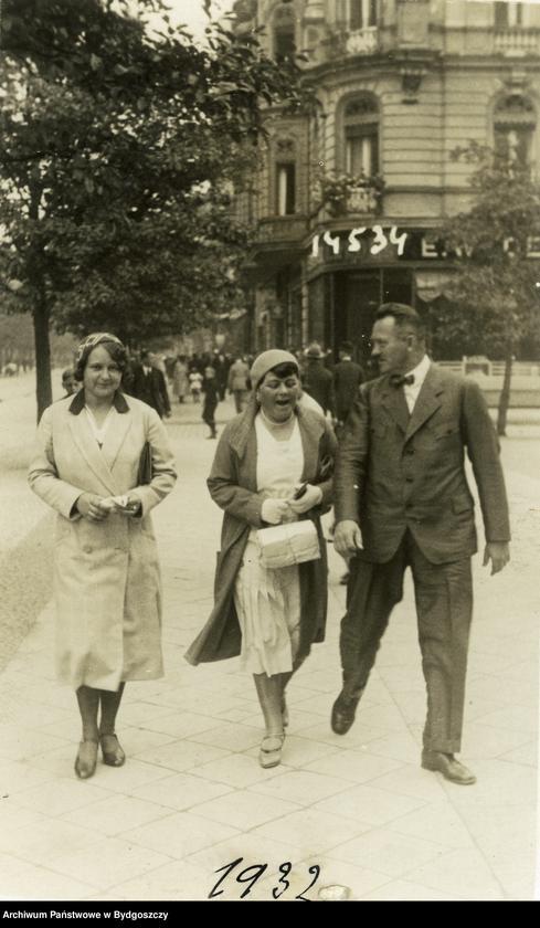 """Obraz 4 z kolekcji """"Elegancja i szyk bydgoszczan 1920-1939"""""""
