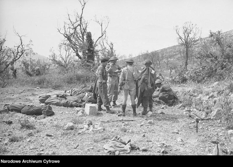 """Obraz 16 z jednostki """"Pobojowisko po bitwie o Monte Cassino - zniszczenia, jeńcy i chowanie poległych"""""""