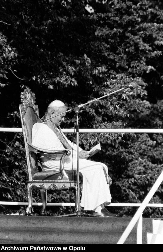 """Obraz 14 z kolekcji """"Wizyta papieża Jana Pawła II na Górze św. Anny 21 czerwca 1983 r."""""""