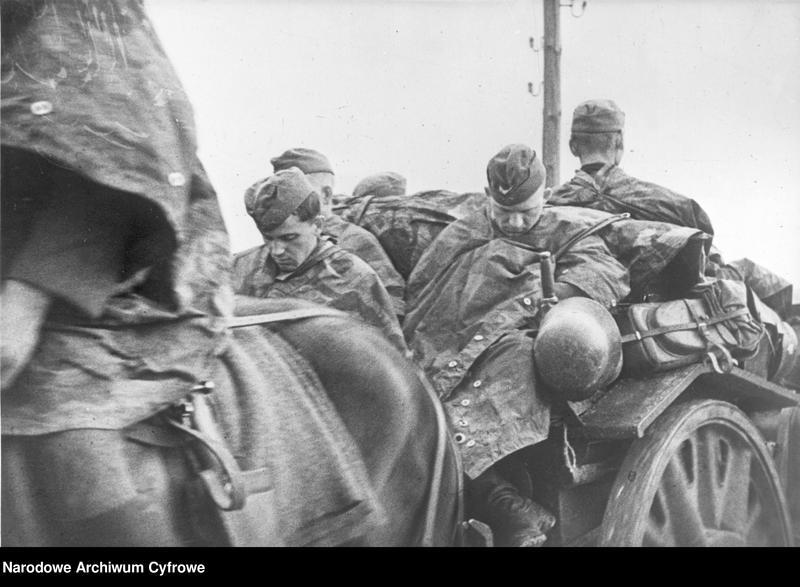 """Obraz 2 z jednostki """"Niemieccy żołnierze podczas snu na wozach"""""""