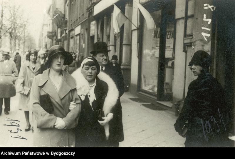 """Obraz 5 z kolekcji """"Elegancja i szyk bydgoszczan 1920-1939"""""""