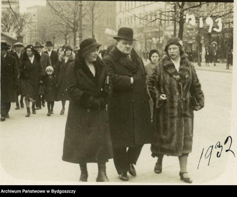 """Obraz 12 z kolekcji """"Elegancja i szyk bydgoszczan 1920-1939"""""""