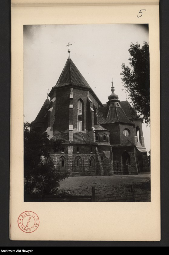"""Obraz z jednostki """"Kościół-pomnik w Kowlu na Wołyniu. Stan robót w dniu XI 1932 r. Album z fotografiami."""""""