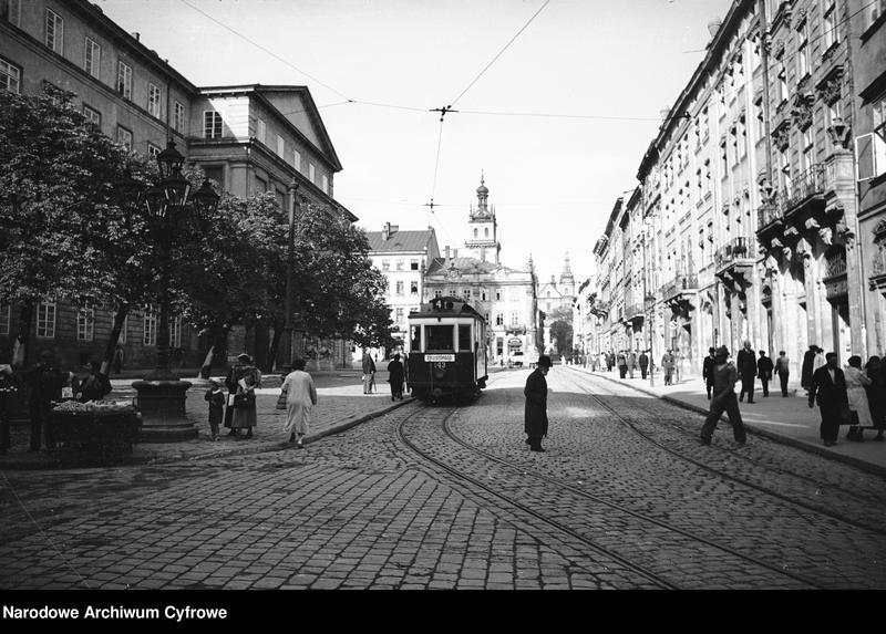 Obiekt Ulica w mieście. Widoczny tramwaj linii 4 jadący w kierunku ul. 29 Listopada. z jednostki Lwów