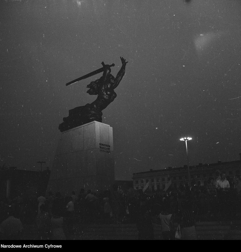 """Obraz 14 z jednostki """"Odsłonięcie Pomnika Bohaterów Warszawy (Nike) na pl. Teatralnym w Warszawie"""""""