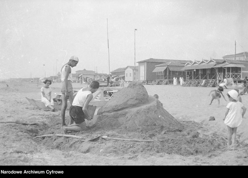 """Obraz 13 z jednostki """"Wypoczynek rodziny Lis-Olszewskich na plaży w Viareggio"""""""