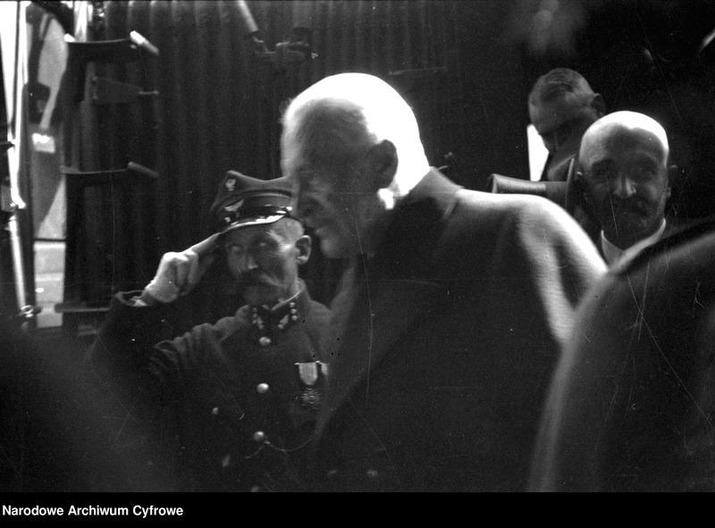 """Obraz 5 z jednostki """"Uroczystości w Katowicach z okazji 10 rocznicy wybuchu III powstania śląskiego"""""""