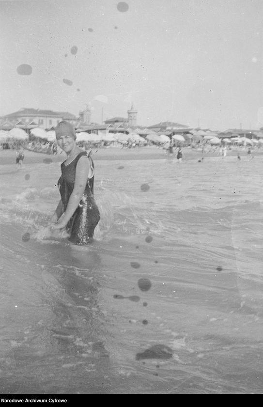 """Obraz 6 z jednostki """"Wypoczynek rodziny Lis-Olszewskich na plaży w Viareggio"""""""
