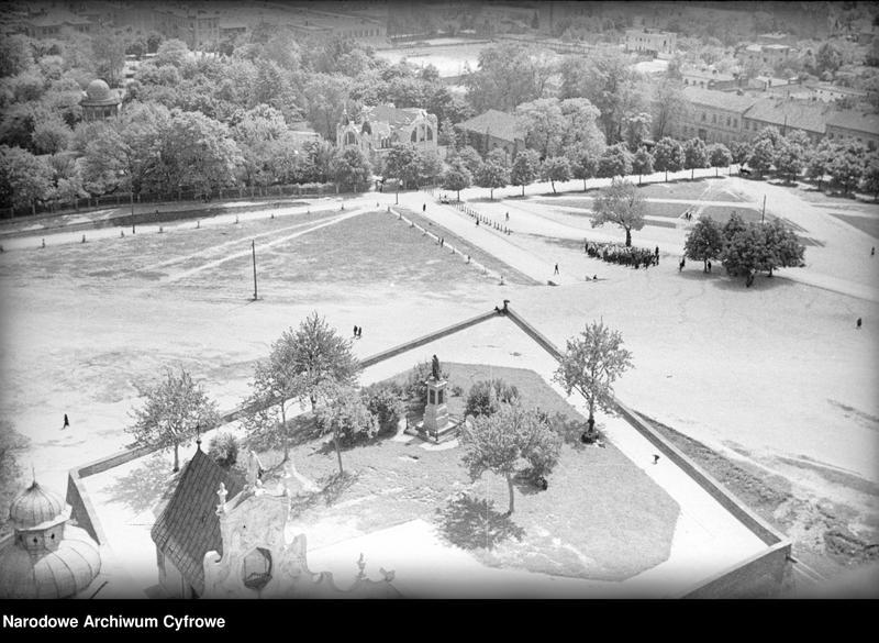 Obiekt Widok z góry na plac przed klasztorem. z jednostki Częstochowa
