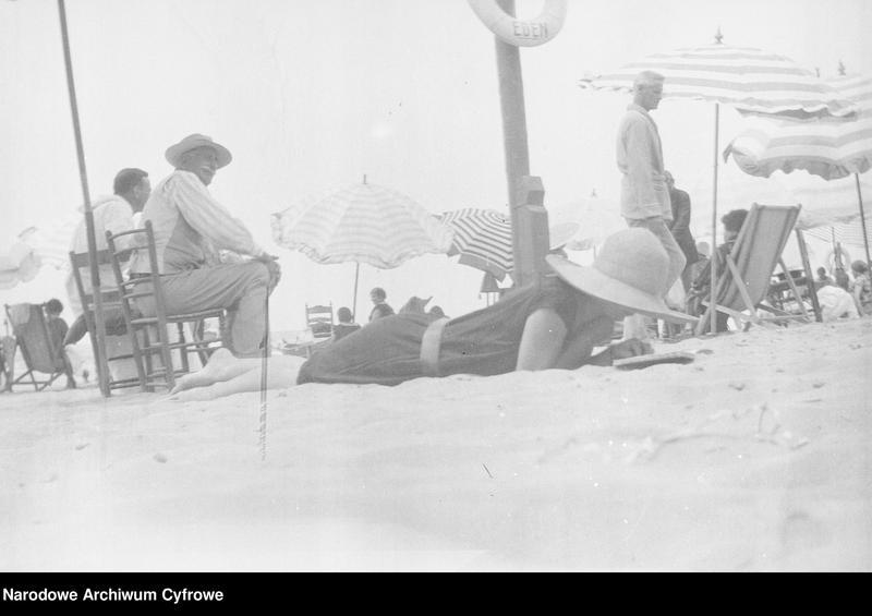 """Obraz 10 z jednostki """"Wypoczynek rodziny Lis-Olszewskich na plaży w Viareggio"""""""