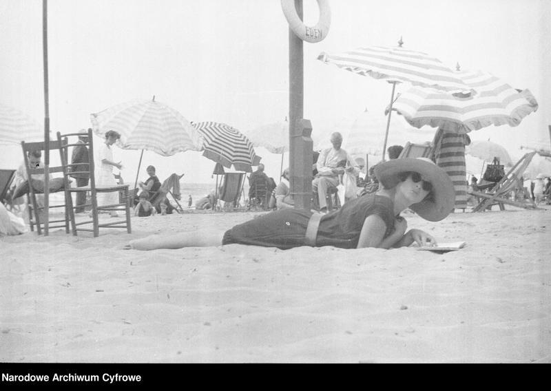 """Obraz 9 z jednostki """"Wypoczynek rodziny Lis-Olszewskich na plaży w Viareggio"""""""