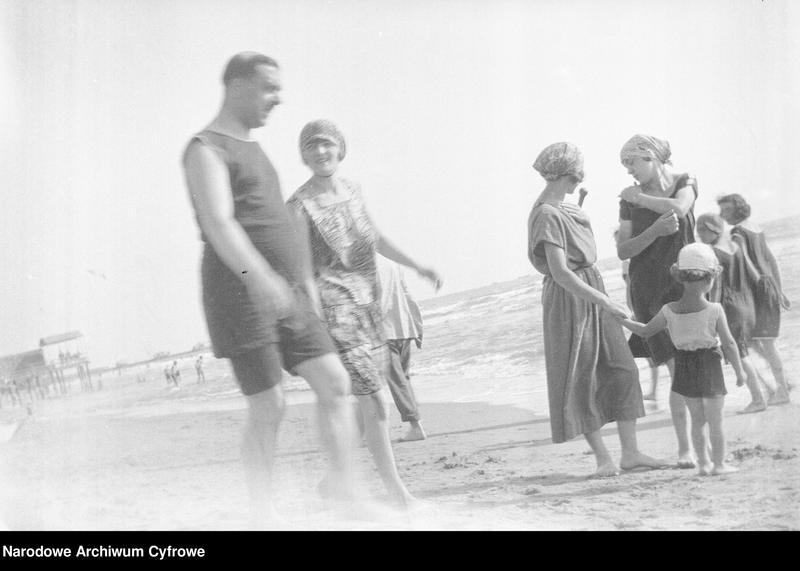 """Obraz 15 z jednostki """"Wypoczynek rodziny Lis-Olszewskich na plaży w Viareggio"""""""
