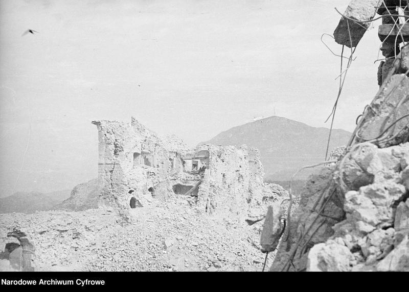"""Obraz 11 z jednostki """"Pobojowisko po bitwie o Monte Cassino - zniszczenia, jeńcy i chowanie poległych"""""""