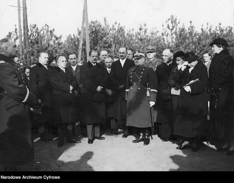 """Obraz 2 z jednostki """"Uroczyste otwarcie w Babicach osiedla im. Aleksandry Piłsudskiej dla weteranów walk o niepodległość"""""""