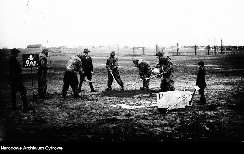 """Obraz 1 z jednostki """"Kurs obrony przeciwgazowej dla służby odkażającej we Włodzimierzu"""""""
