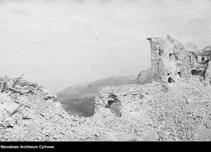 """Obraz 12 z jednostki """"Pobojowisko po bitwie o Monte Cassino - zniszczenia, jeńcy i chowanie poległych"""""""