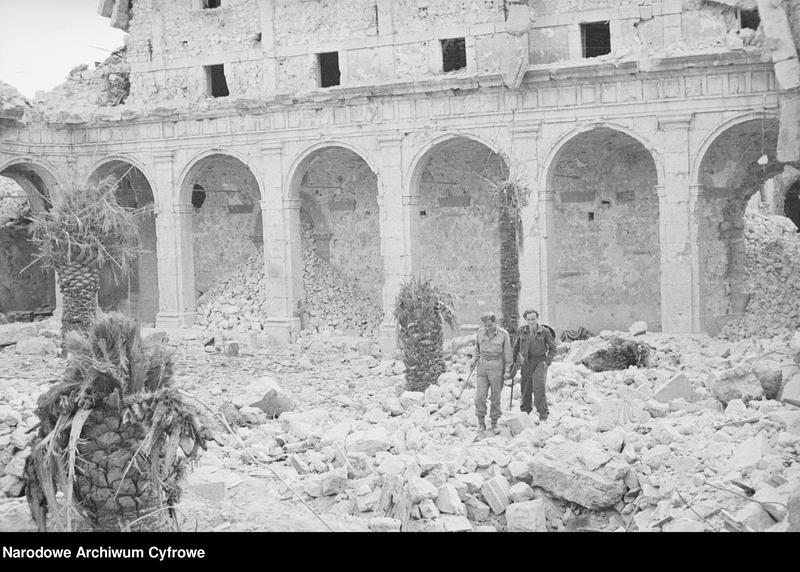 """Obraz 10 z jednostki """"Pobojowisko po bitwie o Monte Cassino - zniszczenia, jeńcy i chowanie poległych"""""""