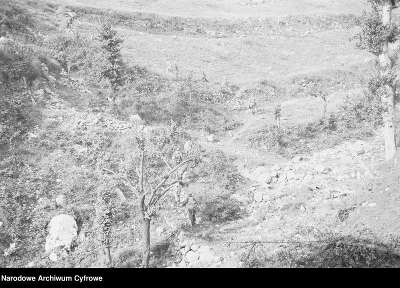 """Obraz 1 z jednostki """"Pobojowisko po bitwie o Monte Cassino - zniszczenia, jeńcy i chowanie poległych"""""""