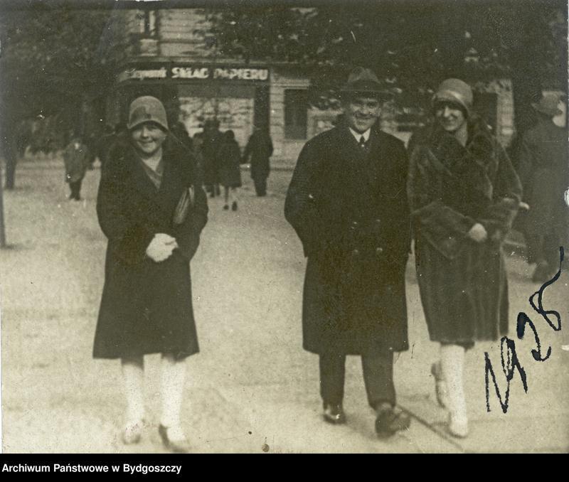 """Obraz 1 z kolekcji """"Elegancja i szyk bydgoszczan 1920-1939"""""""