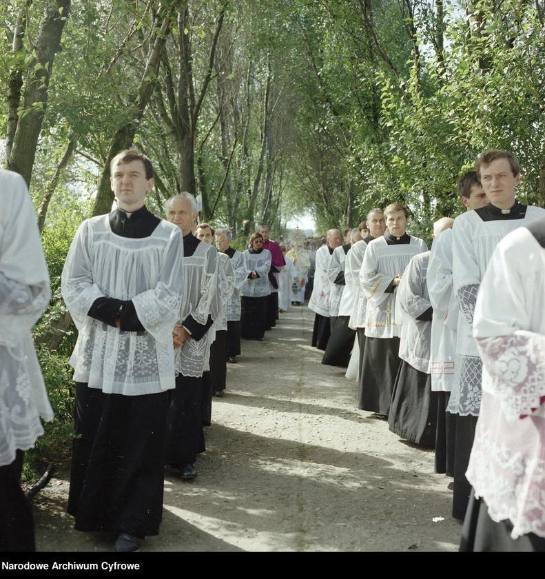 """Obraz 4 z jednostki """"Uroczystości odpustowe w kościele Narodzenia Najświętszej Maryi Panny w Biechowie"""""""