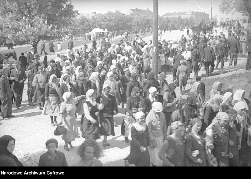 Obiekt Grupa kobiet w podczas przemarszu. z jednostki Częstochowa