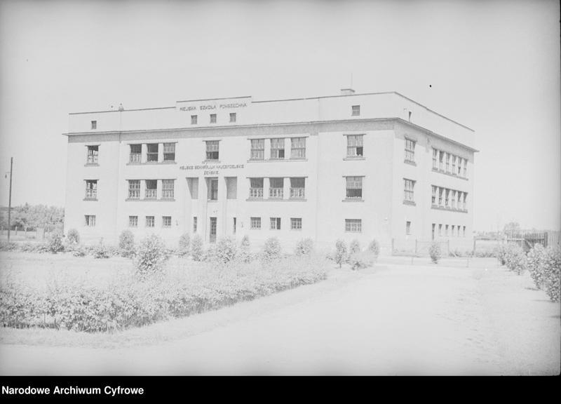Obiekt Widok zewnętrzny budynku Miejskiej Szkoły Powszechnej i Miejskiego Seminarium Nauczycielskiego Żeńskiego. z jednostki Częstochowa