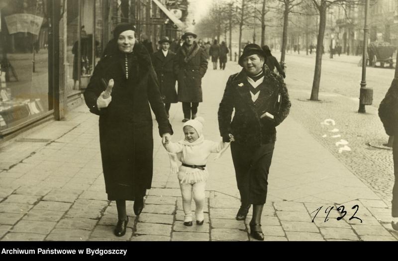 """Obraz 6 z kolekcji """"Elegancja i szyk bydgoszczan 1920-1939"""""""